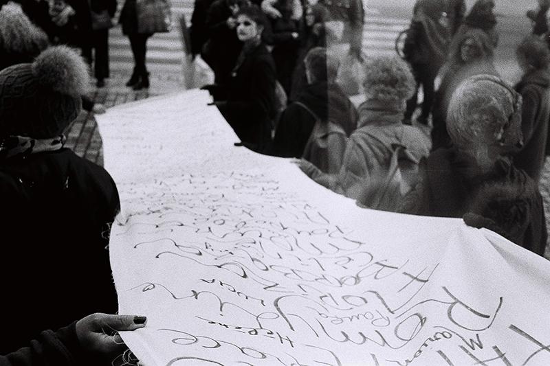 Artivistes Manifestation 25 Noviembre 2016. Olenka Carrasco. La liste de prénoms.